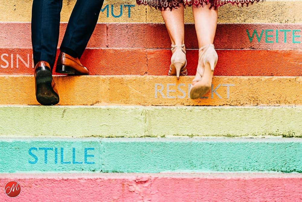 Brautpaar Detailaufnahme beim Aufstieg der Holsteiner Treppe in Wuppertal. Gewinnerbild Master of Wedding Photography Award.